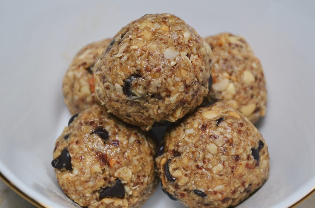 Healthy No Bake Oat Energy Balls